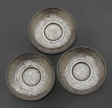 THREE FINELY ENGRAVED SILVER DISHES FOR OFFERINGS.