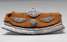 A LEATHER FLINT POUCH WITH FINELY WORKED SILVER FITTINGS.