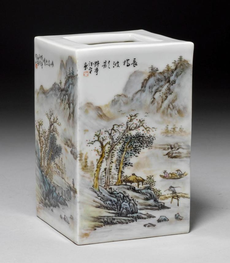A FAMILLE VERTE PORCELAIN BRUSH HOLDER WITH MOUNTAIN LANDSCAPES AND INSCRIPTIONS ATTRIBUTED TO WANG YETING (1884-1942).