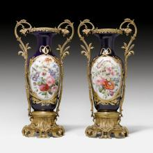 PAIR OF LIDDED VASES WITH HANDLES AND A BRONZE MOUNT,
