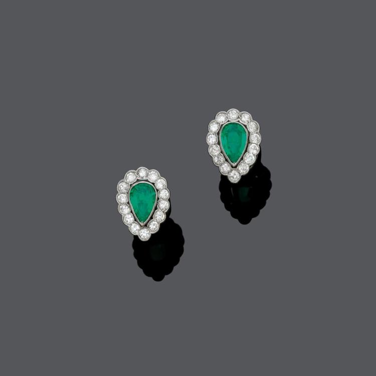EMERALD AND DIAMOND EARRINGS, ca. 1930.