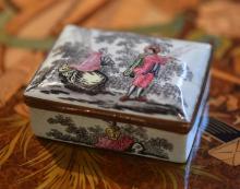 ENAMEL SNUFF BOX WITH COPPER MOUNT,