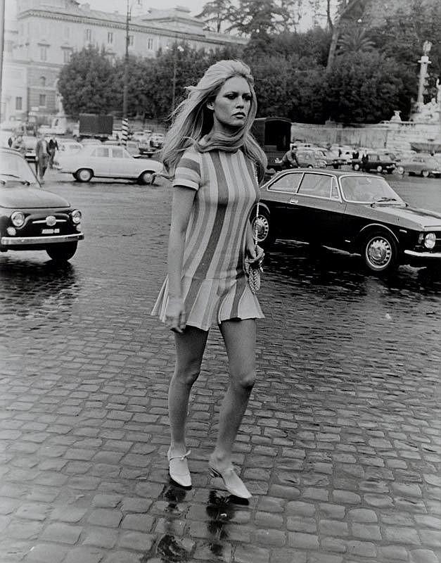 La Verde, Vittorio (1940-). Brigitte Bardot auf der Piazza del Popolo. Orig