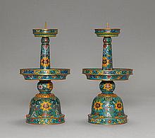PAIR OF CLOISONNÉ CANDLESTICKS.China, 20th c. H 33