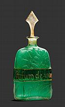 DAUM NANCYFLAKON, um 1900Grünes Glas geätzt und