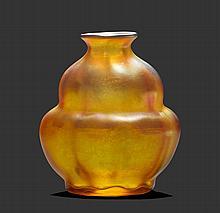 TIFFANY STUDIOS N.Y.VASE, um 1900Gelbes Glas