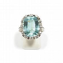 AQUAMARINE AND DIAMOND RING, ca. 1960.White gold