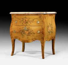 SMALL COMMODE