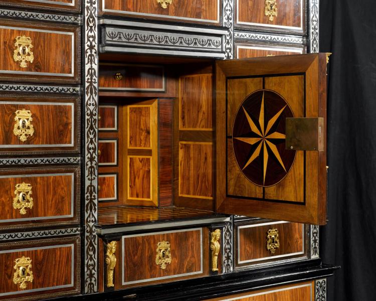 important cabinet a fleurs. Black Bedroom Furniture Sets. Home Design Ideas