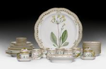 LOT OF PIECES FROM A 'FLORA DANICA' SERVICE,