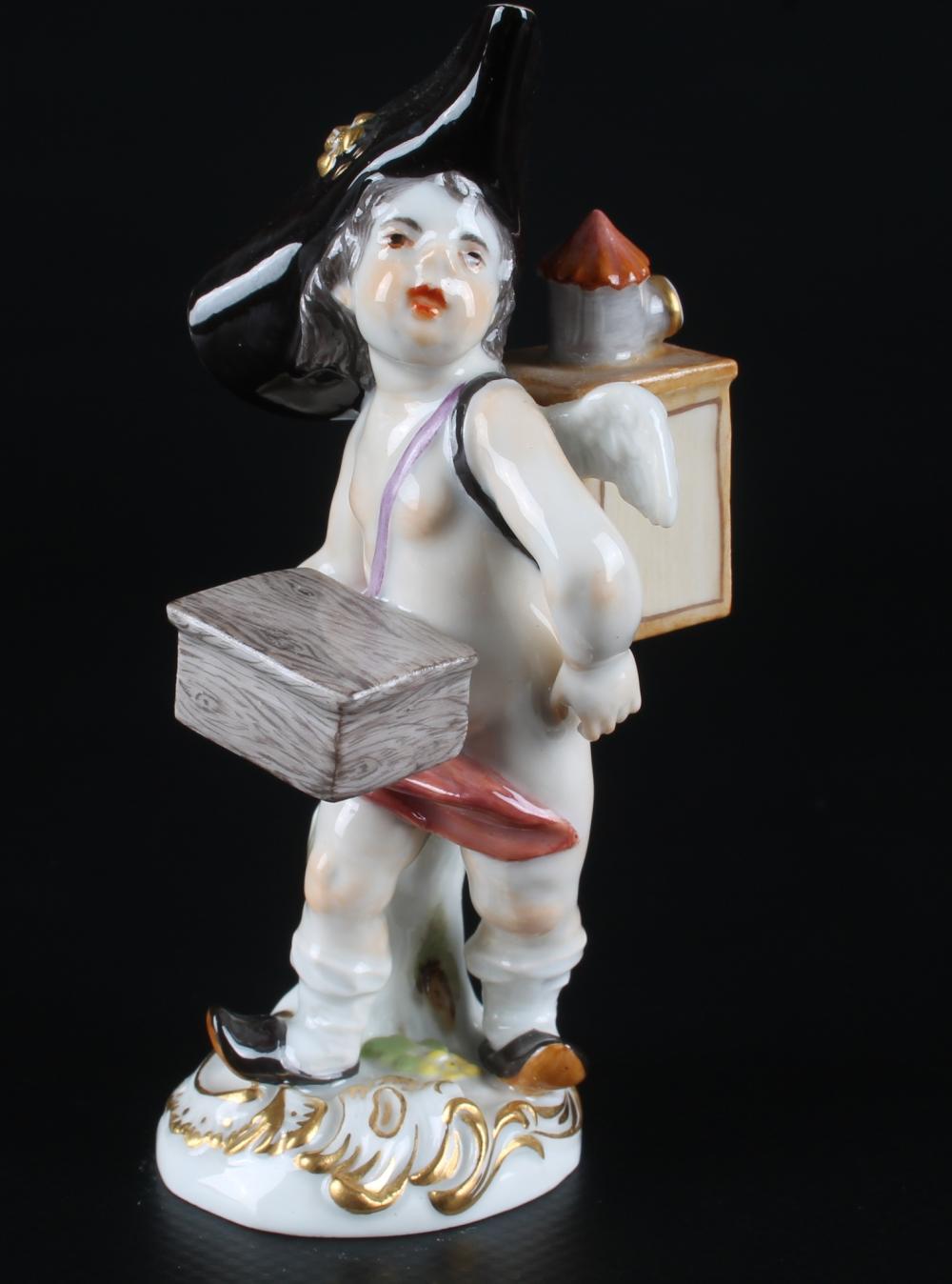 Meissen Verkleidete Amorette mit Leierkasten, disguised cupid with barrel organ,