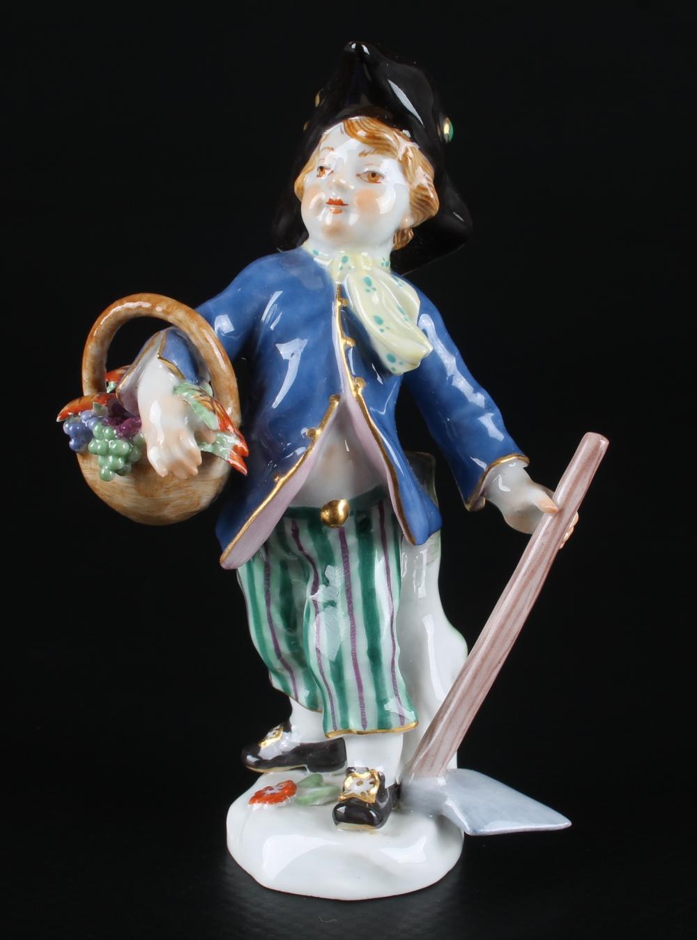 Meissen Verkleidete Amorette als Gärtner, disguised cupid as gardener,