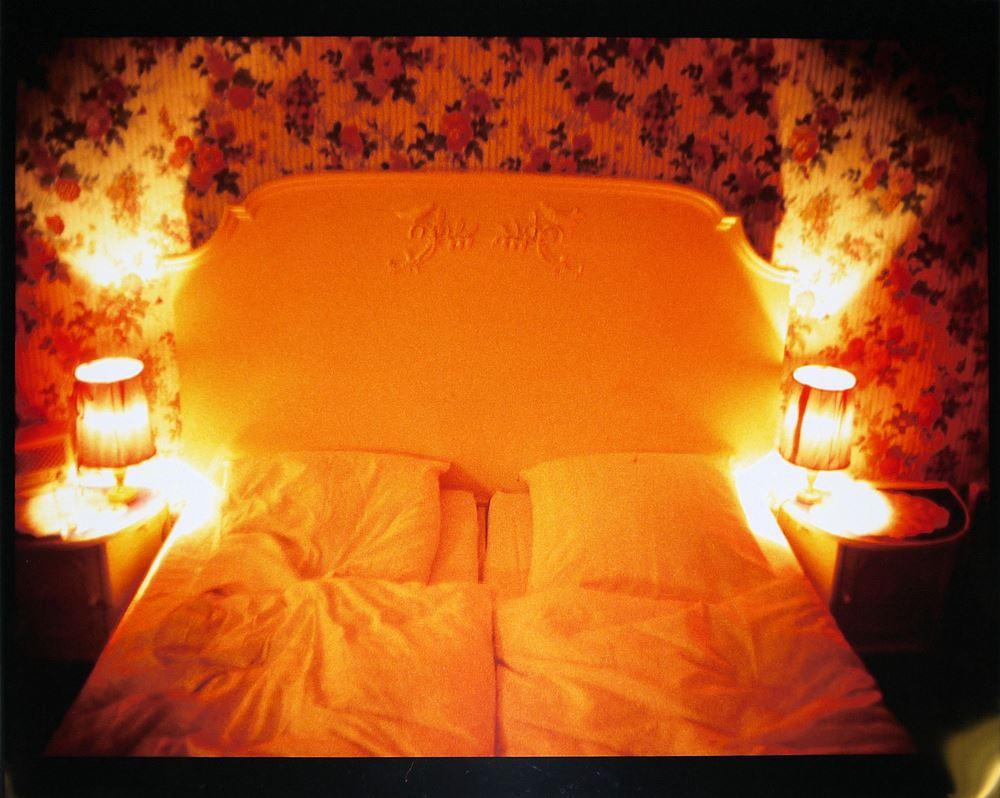 "Nan Goldin, ""Honeymoon Suite, Nuremberger Eck, Berlin"", 1994, signiert, cibachrome"