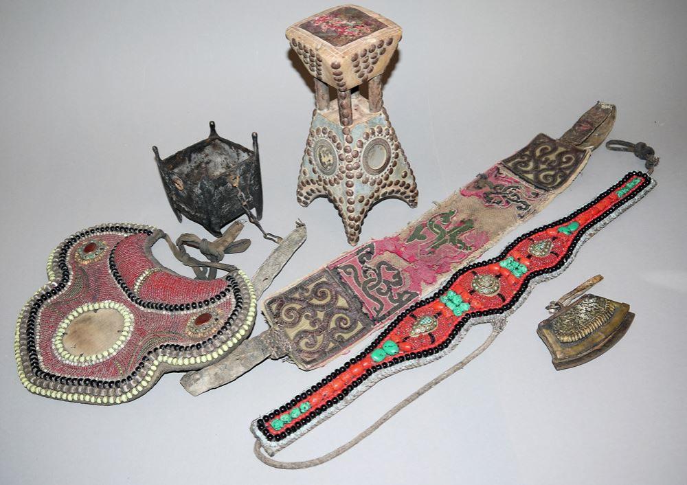 Sechs Artefakte aus Zentral- und Südasien