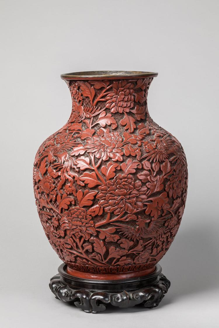 chine xixe grand vase en laque d cor d 39 animaux fantastiq. Black Bedroom Furniture Sets. Home Design Ideas