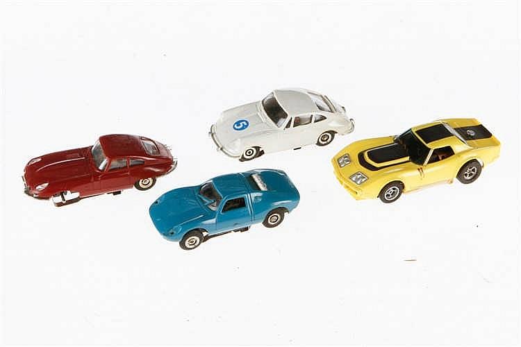 4 Fahrzeuge für Rennbahnen