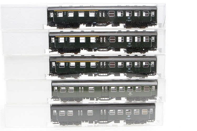 5 Roco Personenwagen 44367/44370