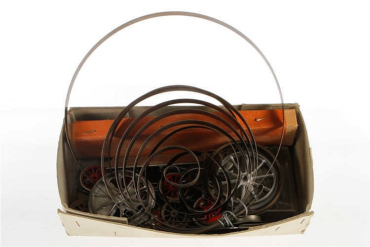 Konv. mit versch. Rädern und Uhrwerkfeder