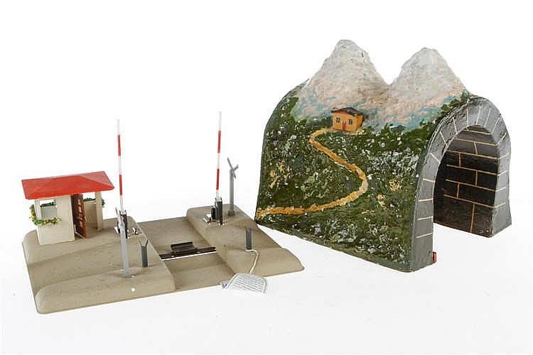 Papptunnel und Kibri Bahnübergang