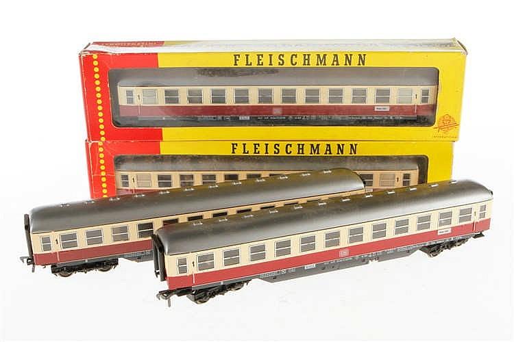4 Fleischmann Personenwagen