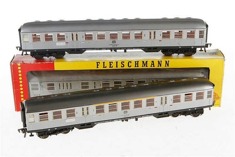 3 Fleischmann Personenwagen