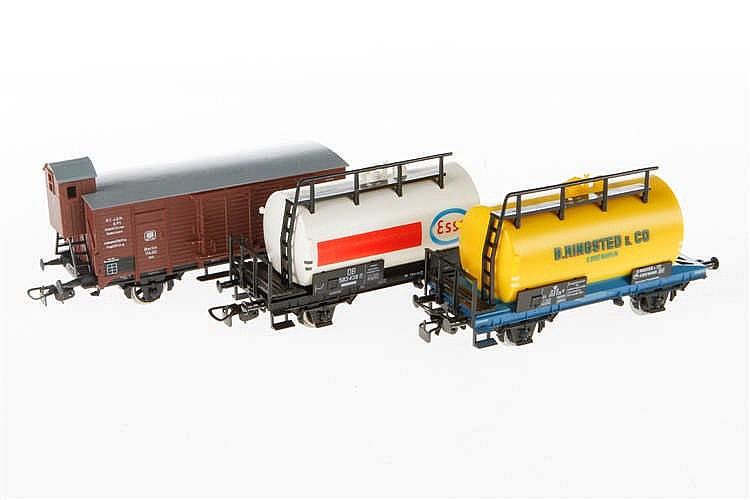 3 versch. Piko Güterwagen
