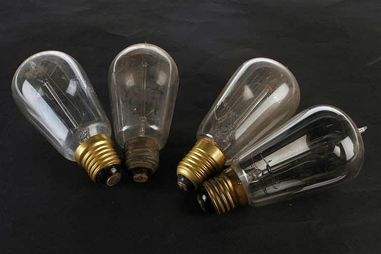 4 alte Glühlampen