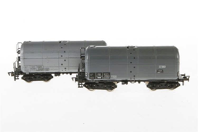 2 Fleischmann Güterwagen 1497