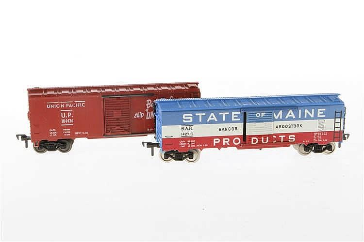 2 Fleischmann amerikanische Güterwagen