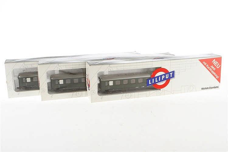 3 Liliput Personenwagen 83305 1/2