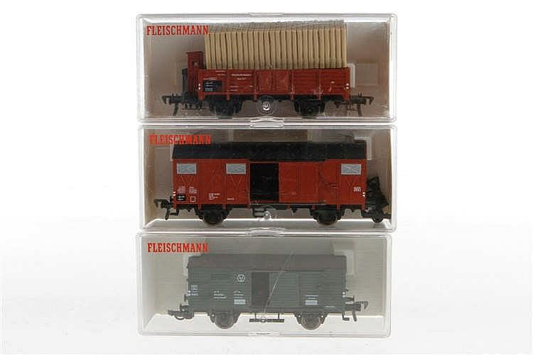 3 Fleischmann Güterwagen 5204
