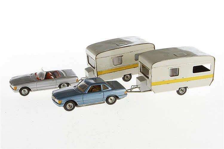 2 CKO Autos mit Wohnwagen 440/447 und 2x 443