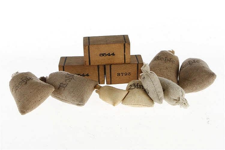 Konv. Ladegut mit Holzkästen und Säcken