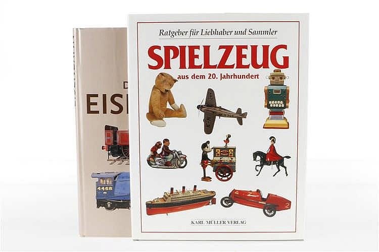 """2 Spielzeugbücher """"Spielzeug aus dem 20. Jahrhundert"""" und """"Die Geschichte der Eisenbahn"""""""