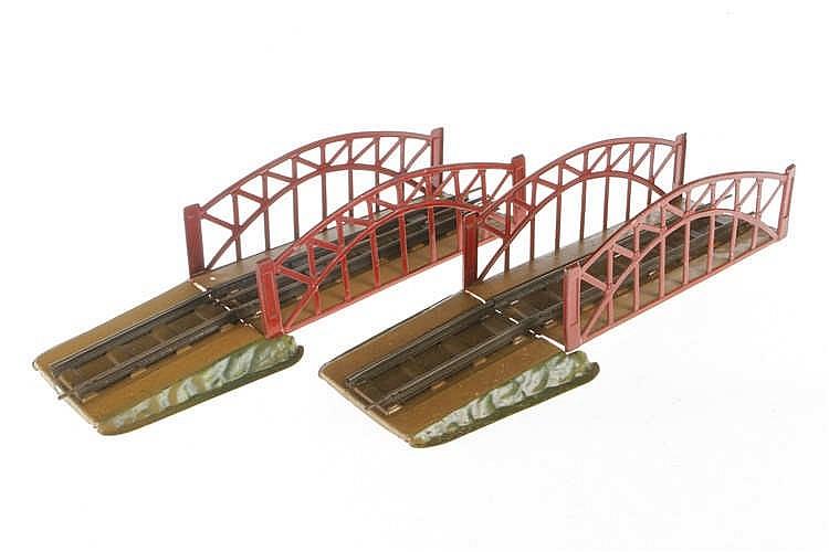 2 Märklin Brückenmittelteile und Auffahrten