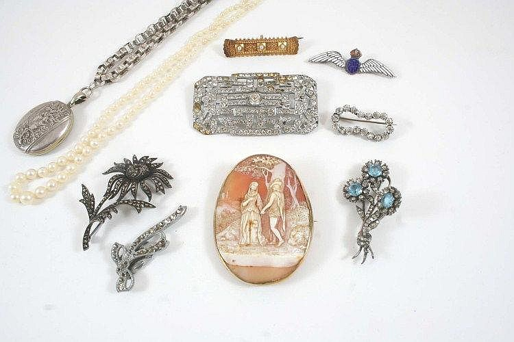 A QUANTITY OF JEWELLERY including a single row