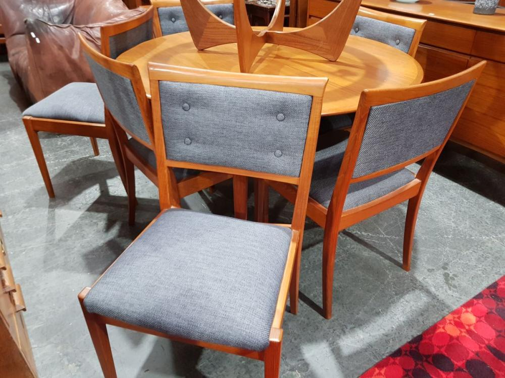 Parker Round Extension Table with Chairs