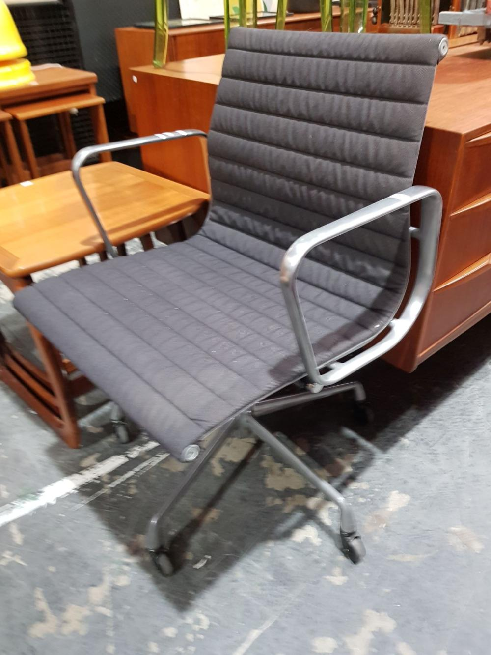 Herman Miller Eames Office Chair EA 335 with Adjustable Height