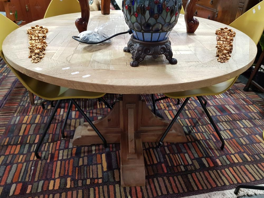 Round Natural Oak Dining Table (120cm)