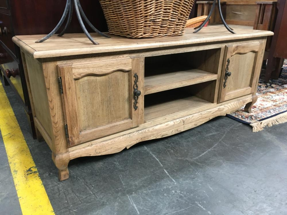 Entertainment Unit with Cabriole Legs