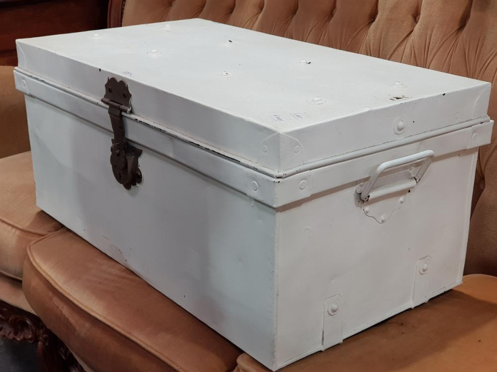 White Painted Metal Lift Top Trunk