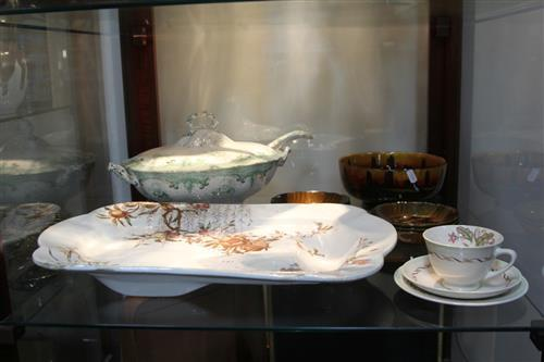 Alfred Meakin Tureen (ladle a.f.) with Royal Doulton & Doulton Burslem Dinner Wares