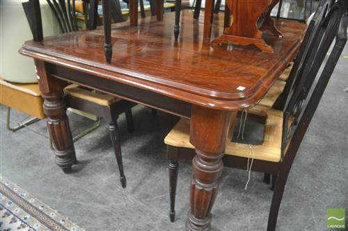 Late Victorian Walnut Extension Dining Table, with single leaf, on turned reeded legs