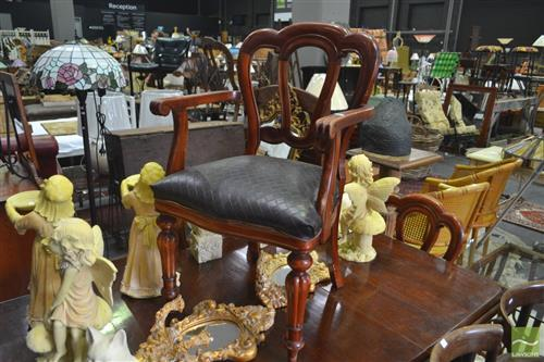 Set of 4 Dining Chairs inc 1 Carver