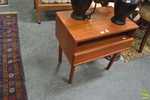 Bedside Cabinet w Single Drawer