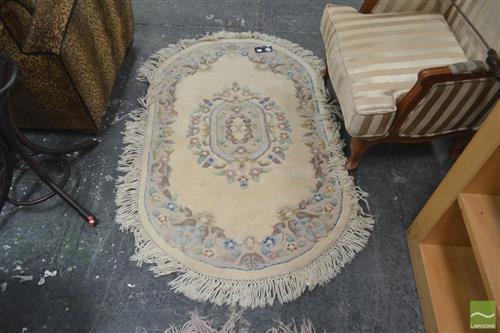 Cream Tone Oval Shaped Rug (89x150)
