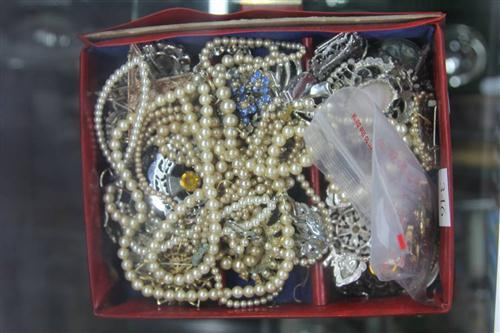 Costume Jewellery with Vintage Brooches & Scrap Gold