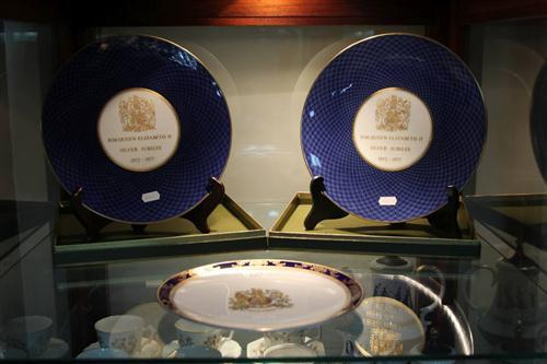 Royal Worcester Pair of Silver Jubilee Plates & Royal Grafton Example