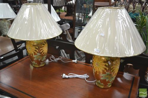 Pair of Italian Lamps with Golf Floral Decoration (3222)
