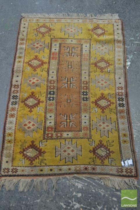 Yellow Tone Carpet (134 x 86cm)